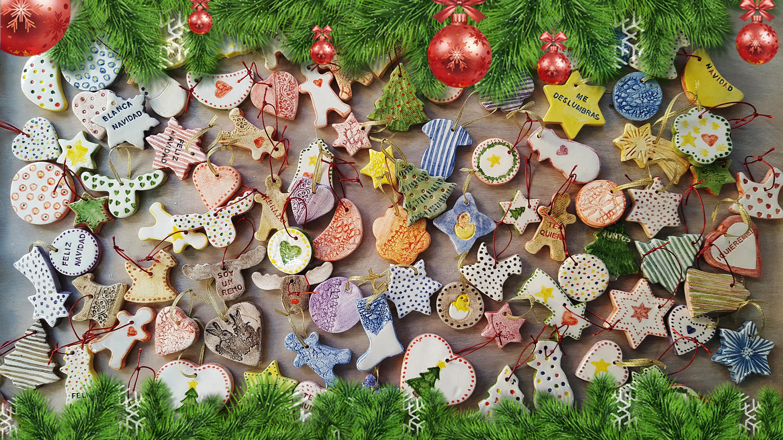 Adornos navideños de cerámica artesanal