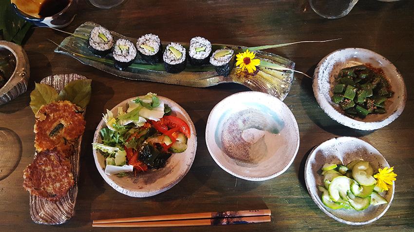 Comida y vajilla japonesa