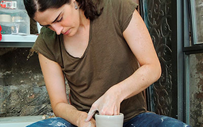 Torneando una taza cerámica